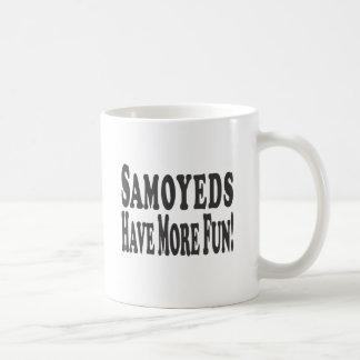 ¡Los samoyedos se divierten más! Taza Básica Blanca