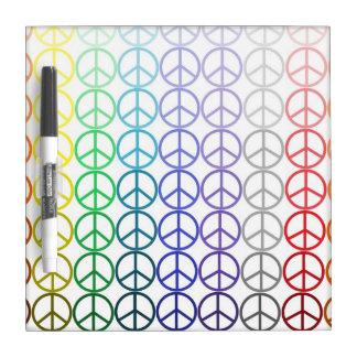 Los signos de la paz del arco iris secan al tabler pizarras blancas de calidad