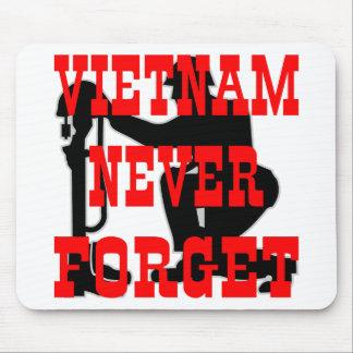 Los soldados Vietnam cruzado nunca olvidan Alfombrillas De Ratón