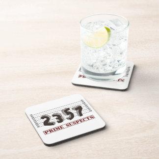 Los sospechosos del número primero posavasos de bebida