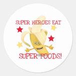 Los superhéroes COMEN las comidas estupendas Pegatina Redonda