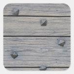 Los tablones de madera con los clavos cuadrados pegatinas cuadradases personalizadas