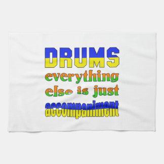 los tambores todo son apenas acompañamiento toallas