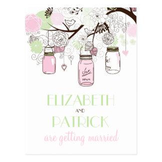 Los tarros de albañil rosados y verdes ahorran la postal