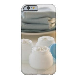 Los tarros de hidratación baten y pila de toallas funda de iPhone 6 barely there
