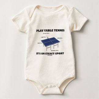 Los tenis de mesa del juego es un deporte exacto enterito