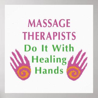 Los terapeutas del masaje lo hacen con las manos c impresiones