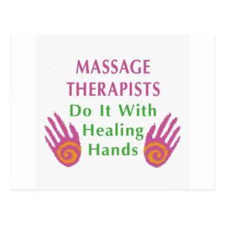 Los terapeutas del masaje lo hacen con las manos c postal