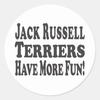 ¡Los terrieres de Jack Russell se divierten más! Pegatina Redonda