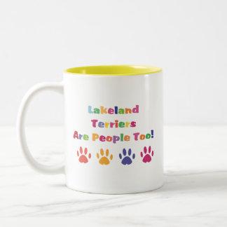 Los terrieres de Lakeland son gente también Taza De Dos Tonos
