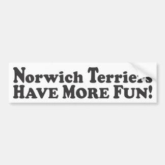 ¡Los terrieres de Norwich se divierten más! - Pega Pegatina Para Auto