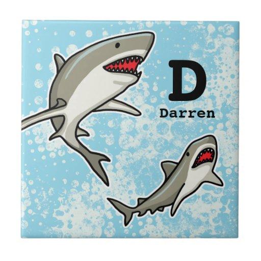 Los tiburones de la natación, añaden el nombre del azulejo cuadrado pequeño