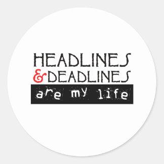 Los títulos y los plazos son mi vida pegatina redonda