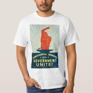 Los trabajadores no esenciales del gobierno unen camisas