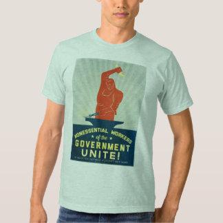 Los trabajadores no esenciales del gobierno unen poleras