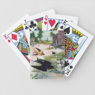 Los tragos de granero vuelan alrededor de dependen cartas de juego