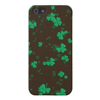 Los tréboles y los tréboles irlandeses elegantes - iPhone 5 fundas
