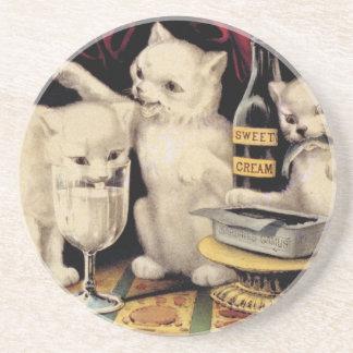 Los tres gatitos codiciosos en el curtidor Ives de Posavasos Diseño