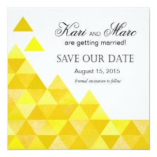 """Los triángulos geométricos ahorran el amarillo de invitación 5.25"""" x 5.25"""""""