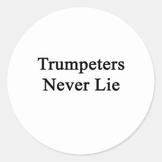 Los trompetistas nunca mienten etiquetas redondas