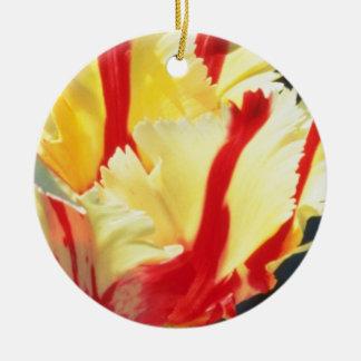 los tulipanes amarillos del loro loro llameante ornamentos para reyes magos