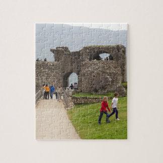 Los turistas y la trayectoria en el Urquhart se Puzzles Con Fotos