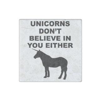 Los unicornios no creen en usted imán de piedra
