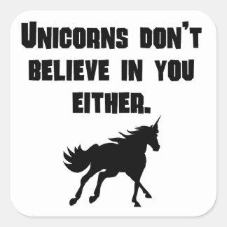 Los unicornios no creen en usted tampoco pegatina cuadrada