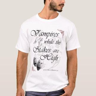 Los vampiros hacen él mientras que las playera