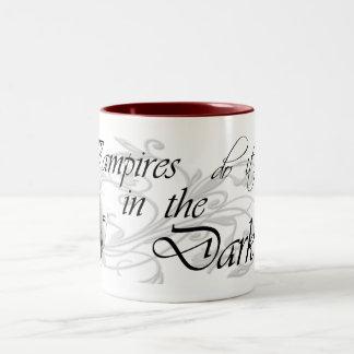 Los vampiros lo hacen en la oscuridad taza de dos tonos