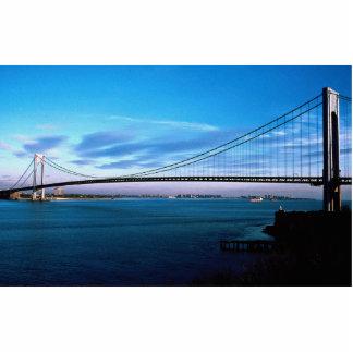 Los Verrazano-Estrechos tienden un puente sobre, N Escultura Fotografica