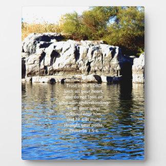 Los versos de la biblia citan sobre el 3:5 de los placas de madera
