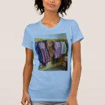 Los vestidos recolectados de la niña camiseta