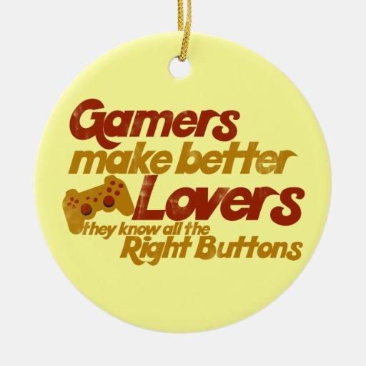 Los videojugadores hacen a mejores amantes adorno navideño redondo de cerámica