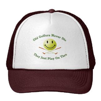Los viejos golfistas nunca mueren juego a través gorras de camionero