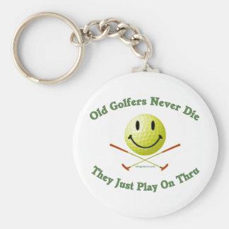 Los viejos golfistas nunca mueren juego a través llavero redondo tipo pin