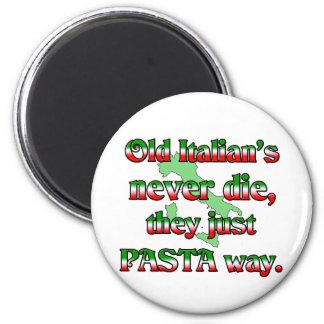 Los viejos italianos nunca mueren imán redondo 5 cm