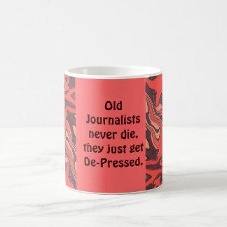los viejos periodistas nunca mueren taza