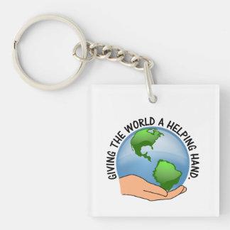 Los voluntarios dan a mundo una mano amiga llaveros