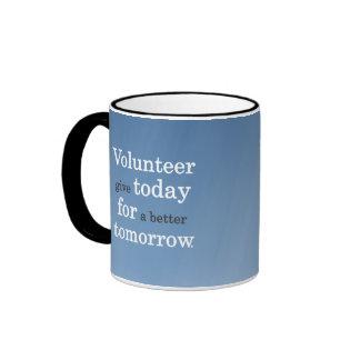 Los voluntarios dan hoy para un mejor mañana taza de dos colores