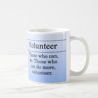 Los voluntarios hacen más para otros taza