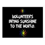 Los voluntarios traen la sol al mundo tarjetas postales