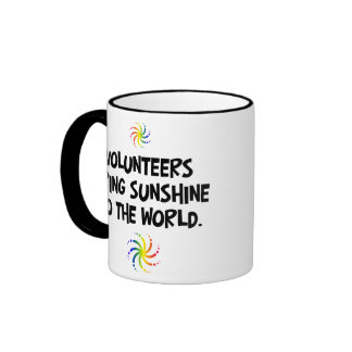 Los voluntarios traen la sol al mundo taza de café