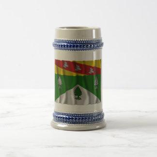 Los Vosgos que agitan la bandera Jarra De Cerveza