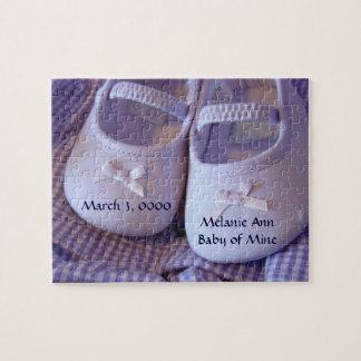 Los zapatos de bebé del rompecabezas del nombre de