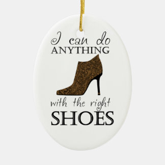 Los zapatos de la derecha adorno navideño ovalado de cerámica