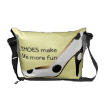 Los zapatos del tacón alto hacen amarillo de la di bolsas messenger