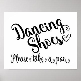 Los zapatos negros y blancos del baile que casan póster