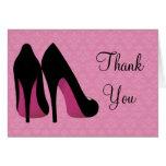 Los zapatos rosados y negros del damasco le agrade tarjeta