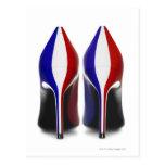 Los zapatos son los zapatos de tacón alto de las m tarjetas postales